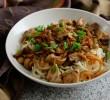 Индонезийская лапша с курицей и грибами