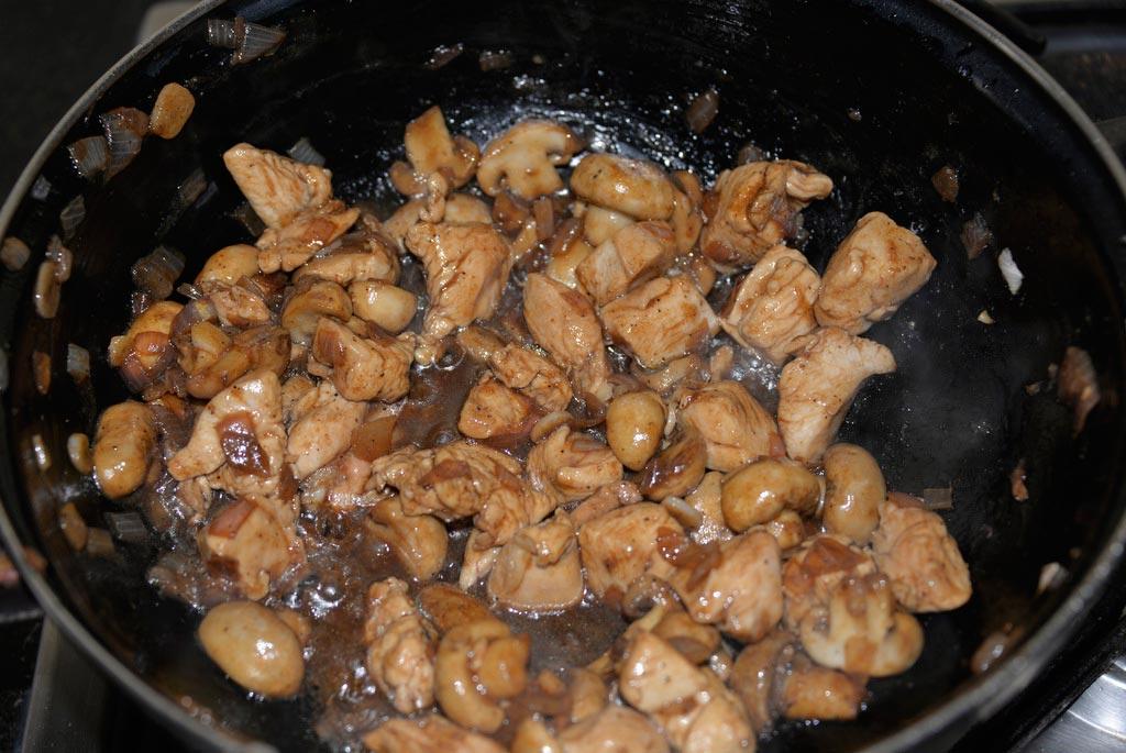 Индонезийская лапша с курицей и грибами (4)