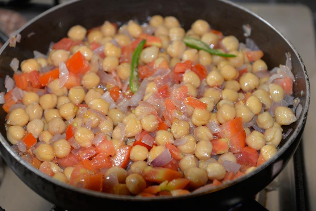 Турецкие-жареные-баклажаны-с-пряным-нутом-и-соусом-из-грецких-орехов--(4)