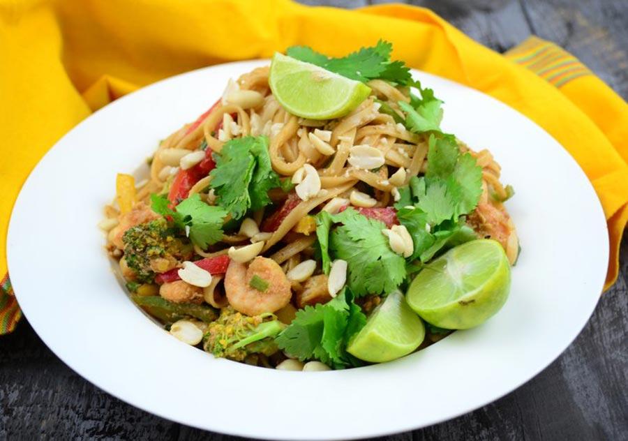 Лапша с соусом и креветками - рецепт Пад Тай (Pad Thai)