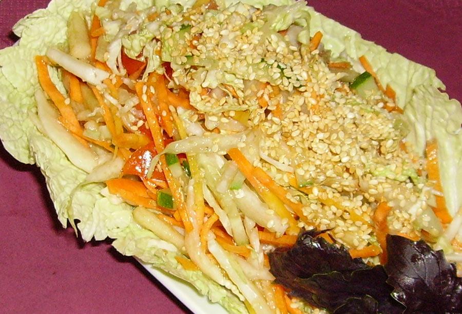 Салат из яблок и свежих овощей - Избушка на курьих ножках