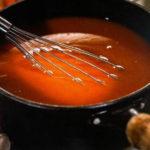 Красный соус для приготовления куриных крылышек