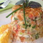 Картофельный салат с яйцом в форме тимбаль